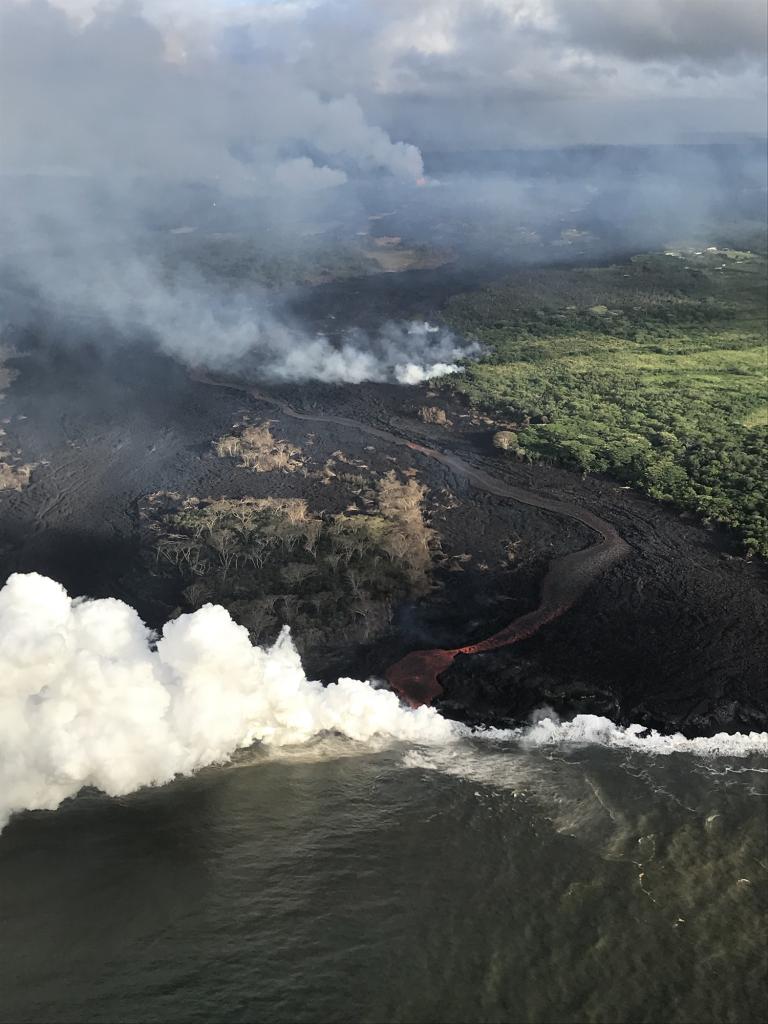 """[<a href=""""https://volcanoes.usgs.gov/volcanoes/kilauea/multimedia_chronology.html"""">USGS Photo & Vid Page</a>] [<a href=""""https://volcanoes.usgs.gov/observatories/hvo/multimedia_uploads/multimediaFile-2093.jpg"""">Full Sized</a>"""